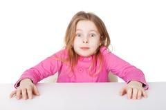 Das kleine Mädchen sehr überrascht Stockfotos