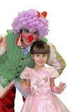Das kleine Mädchen und der Clown. Lizenzfreies Stockbild
