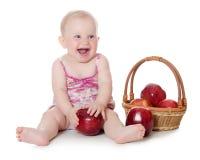 Das kleine Schätzchen mit roten Äpfeln lizenzfreie stockbilder