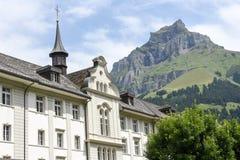 Das Kloster von Engelberg auf den Schweizer Alpen Stockfotos