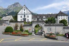 Das Kloster von Engelberg auf den Schweizer Alpen Stockbilder