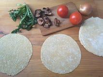 Das Kochen des Löwenzahns vermehrt sich Tomatenrollen explosionsartig Stockfotografie