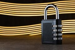 Das Konzept der Schließung, Schutz Technologie blockchain, Verschlüsselung des Internetverkehrs Kennwortschutz zwei Streifen in Stockfotografie