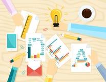 Das Konzept der Teamwork in der Ideenentwicklung, die Entwicklung, Designprozess, Coworking-Typografie Auch im corel abgehobenen  Lizenzfreies Stockfoto