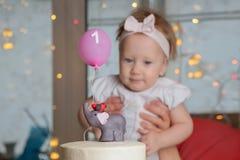 Das Konzept eines Kind-` s Feiertags Süßigkeitenanzeigenhintergrund lizenzfreies stockbild