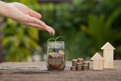 Das Konzept von den Sparguthaben, zum eines Hauses zu kaufen Lizenzfreie Stockfotografie