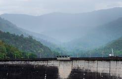 Das Kraftwerk an der Bhumibol Verdammung in Thailand stockbilder