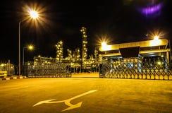 Das Kraftwerk in der Dunkelheit lizenzfreies stockbild