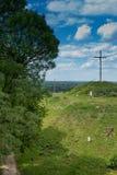 Das Kreuz auf dem Weg des Kreuzes in einem Park nahe bei dem Schrein O Lizenzfreies Stockbild