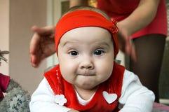 Das kriechende Kind stockfoto