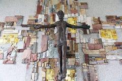 Das Kruzifix in der Gemeindekirche von St Patrick in Eggenrot, Deutschland lizenzfreie stockfotos