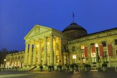 Das Kurhaus von Wiesbaden in Deutschland stockbilder