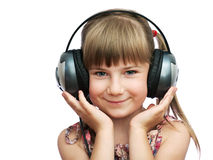 Das lächelnde Mädchen hält die Kopfhörer an Stockfoto