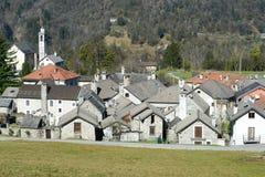 Das ländliche Dorf von Palagnedra auf Centovalli-Tal Lizenzfreie Stockfotos