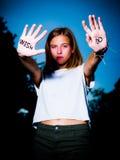 Das Läufer-Motivzitat, das auf Hände, Don-` t Wunsch, TUN geschrieben wird! Stockbilder