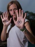 Das Läufer-Motivzitat, das auf Hände, Don-` t Wunsch, TUN geschrieben wird! Lizenzfreies Stockbild