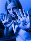 Das Läufer-Motivzitat, das auf Hände, Don-` t Wunsch, TUN geschrieben wird! Lizenzfreie Stockfotos