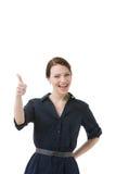 Das lachende Frauengeben Daumen up Geste Lizenzfreie Stockbilder