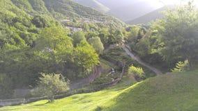 Das Land von grünen Bergen und von Wäldern Stockbilder