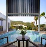 Das Landhaus mit einem Swimmingpool Lizenzfreies Stockbild