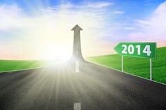 Das Landstraßenzeichen zur neuen Zukunft Stockbilder