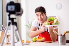 Das Lebensmittelnahrung Blogger-Aufnahmevideo für Blog Stockfotos