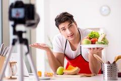 Das Lebensmittelnahrung Blogger-Aufnahmevideo für Blog Lizenzfreie Stockfotografie