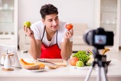 Das Lebensmittelnahrung Blogger-Aufnahmevideo für Blog Lizenzfreies Stockfoto