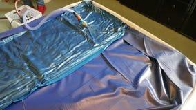 Das Leeren eines PVCs waterbed Matratze lizenzfreie stockfotografie