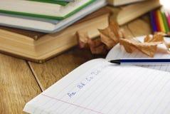 Das Lehrbuch mit Stift Lizenzfreies Stockbild