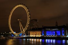 Das London-Auge an der Dämmerung Lizenzfreies Stockbild