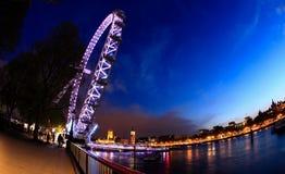Das London-Auge und das Big Ben - eine fisheye Ansicht Stockbild