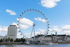 Das London-Auge und der Themse-Fluss Stockbilder