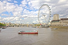 Das London-Auge und der Themse-Fluss Stockfotografie
