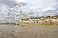 Das London-Auge und der Themse-Fluss Stockfotos