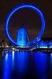 Das London-Auge und die Themse Stockbilder