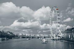 Das London-Auge und -Skyline Lizenzfreies Stockfoto