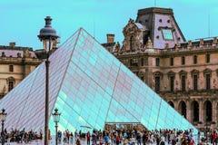 Das Louvre-Kunst-Museum, Paris Stockfotos