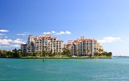 Das Luxuxkondominium in einer Insel in Miami stockfotografie