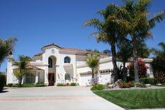 Das Luxuxweiße Haus Lizenzfreies Stockfoto