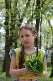 Das Mädchen auf dem Bauernhof Lizenzfreies Stockfoto