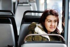 Das Mädchen auf dem Bus Stockbilder