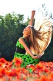 Das Mädchen auf dem Gebiet Stockfoto