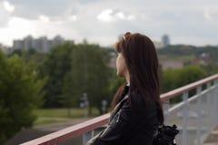 Das Mädchen auf der Straße Stockfotografie