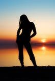 Das Mädchen auf einem Hintergrund Stockfoto
