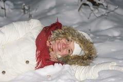 Das Mädchen auf Schnee Stockfotos