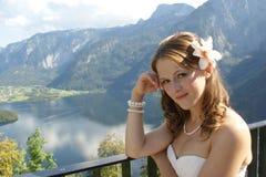 Das Mädchen in den Alpen, Österreich stockbilder