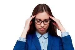 Das Mädchen in den Gläsern mit Kopfschmerzen Stockfotos
