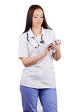 Das Mädchen der Doktor wählt Nummer am Handy. Lizenzfreies Stockbild