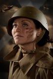 Das Mädchen in der Militärform stock abbildung